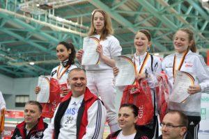 Anna Sophie Kothieringer wird Deutsche Meisterin im Damenflorett im April 2016 – das Gefecht um Platz 1 endet 10:1. Was für ein Erfolg für Istvan Takats!