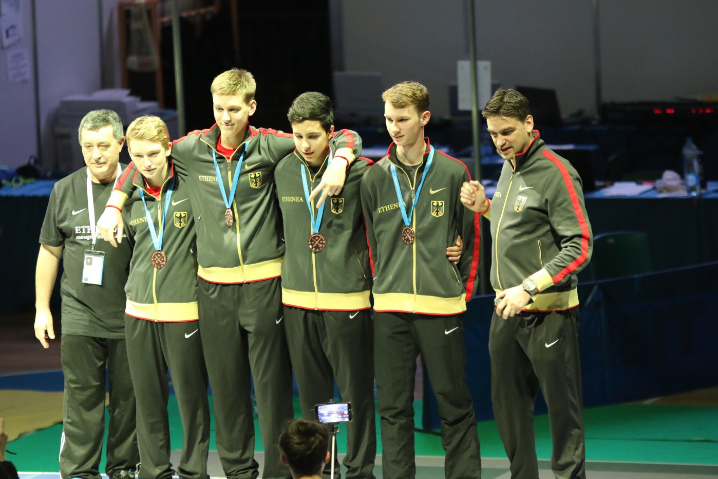 Anton Ziegon (2.von links) Bronzemedaille auf der Kadetten EM mit der deutschen Mannschaft, Februar 2016